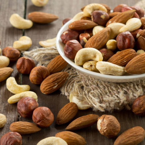 Study Finds Eating Nuts Reduces Risk of Death