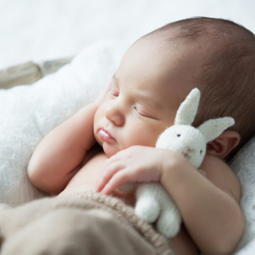 Etiquette for visiting a newborn in the UAE