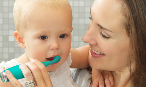Win a mummy and me FOREO ISSA 2 and ISSA mikro toothbrush, worth AED 1300!