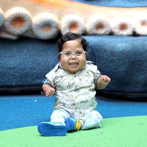 Emirati-baby Omar revisits GOSH in London