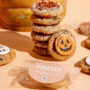 Mysterious trick-or-treat with Brunch & Cake